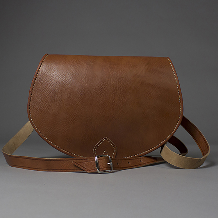 Chic Tan Leather Crossbody Saddlebag