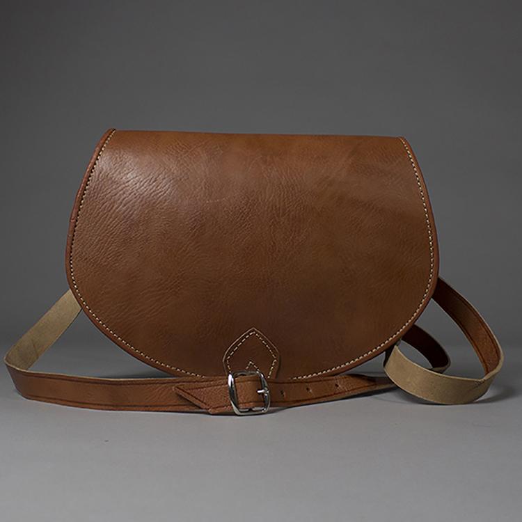 Chic Tan Leather Crossbody Saddlebag